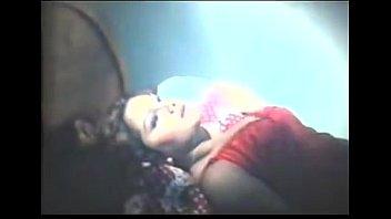 Факер сует в рот и дырочку фаллос русской студенточке с короткими волосиками и толстый грудью