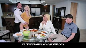 Парнишка дал от лизать гламурной блонде и вдул ей на диване