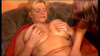 Крашеная блондиночка гарцюет на большом хуе избранника после отсоса члена