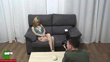 Скрытая камера снимает как яна готовится к свиданию