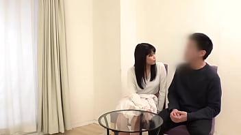 Развратник подглядывает за трахающейся парой через скрытую камеру в спальне