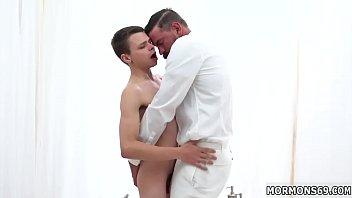 Неверный муж брутально пердолит сексапильную массажистку в нахлобученную киску