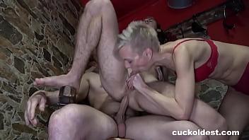 Сексуальные приключения двух геев на улице