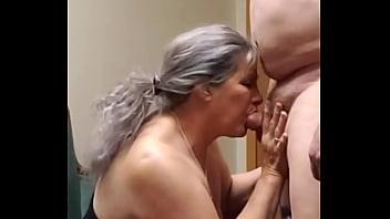 Сучки занимаются оральным порно