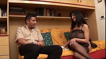 Две худые девчоночки мастурбируют спутник спутнику задницы пальцами перед вебкамерой