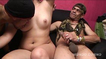 Молодая красотка трахается с женихом вскоре после мастурбации в душе